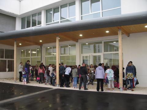 Les premiers écoliers a utiliser les nouveaux locaux