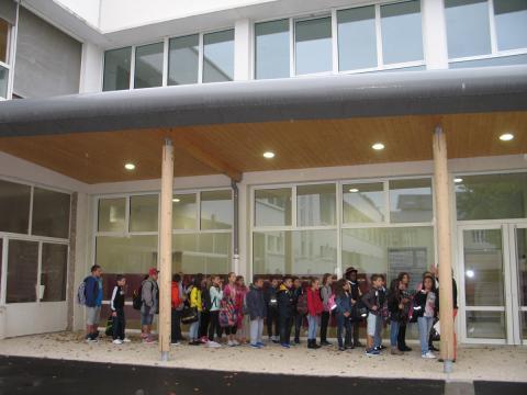 Les premiers écoliers a utiliser les nouveaux locaux-02